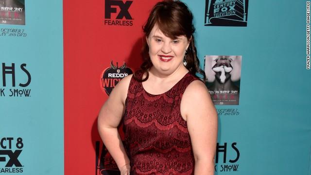 Una actriz es la primer modelo con síndrome de Down en desfilar en la pasarela de Nueva York