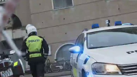 newsroom vo copenhagen police fire shots at train station_00004029.jpg