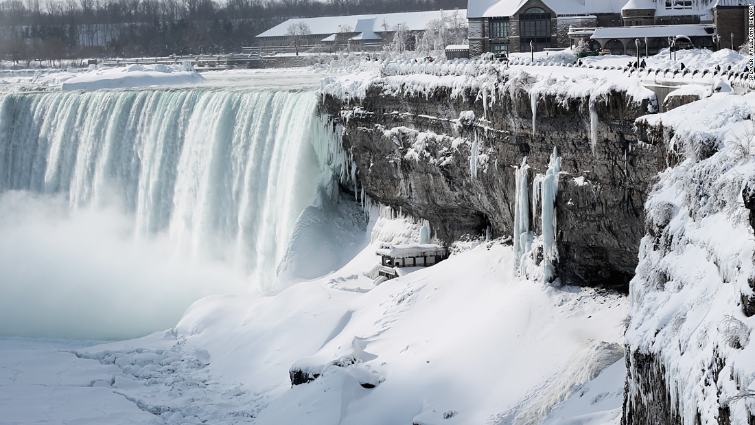 Frozen Niagara Falls draws tourists - CNN.com