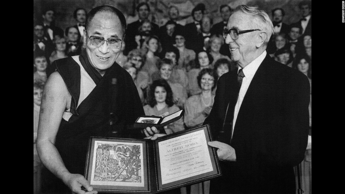 Egil Aarvik, chairman of the Norwegian Nobel Committee, presents the Dalai Lama with the 1989 Nobel Peace Prize for his dedication to the nonviolent liberation of Tibet.