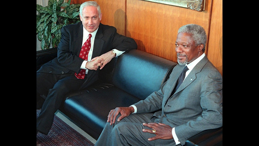 Netanyahu and U.N. Secretary-General Kofi Annan meet in Annan's office in New York on May 15, 1998.
