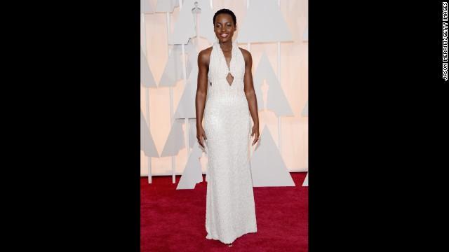 La policía recupera un vestido de perlas que podría ser el que Lupita Nyong'o lució en los Oscars