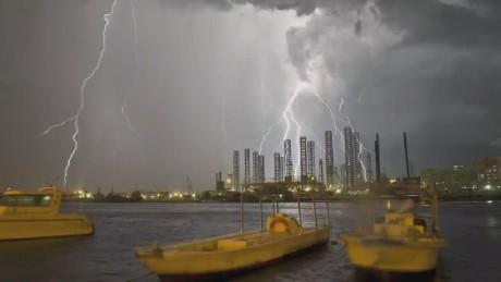 exp ctw parting shots - dubai lightning_00004102.jpg
