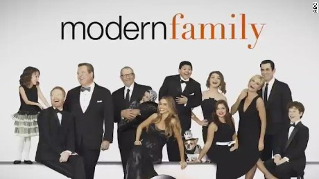 modern family episode apple products orig mg_00000609.jpg
