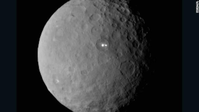¿Qué son los misteriosos puntos brillantes en el planeta enano Ceres?