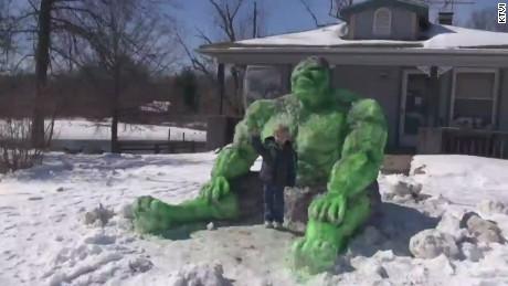 dnt il incredible hulk snow sculpture_00000013.jpg