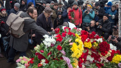 People gather on February 28, 2015 at the spot, where Russian opposition leader Boris Nemtsov was shot dead, near Saint-Basil's Cathedral, in the center of Moscow. Nemtsov, a fierce critic of President Vladimir Putin, was gunned down while walking in sight of the Kremlin late on February 27, prompting an international chorus of condemnation.