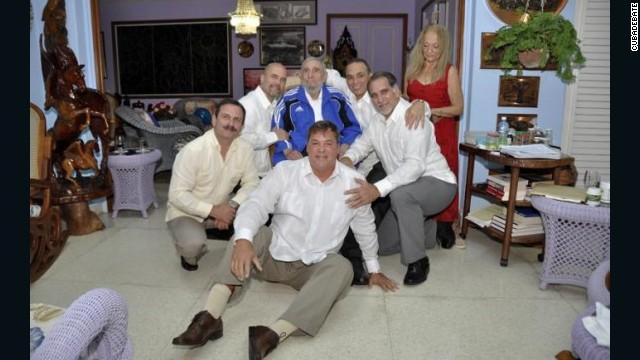 Nueva imagen de Fidel Castro reunido con los llamados 'Cinco héroes'