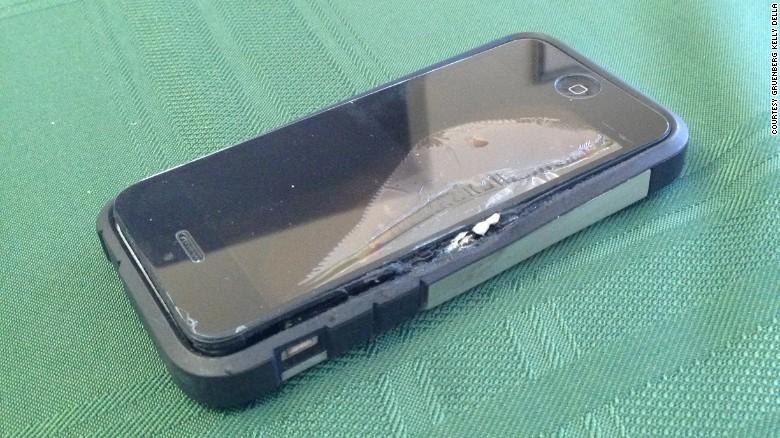 Un iPhone explota en el bolsillo de su dueño y le causa graves quemaduras