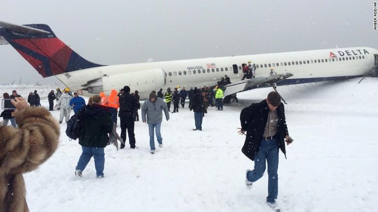 LaGuardia scare highlights runway dangers