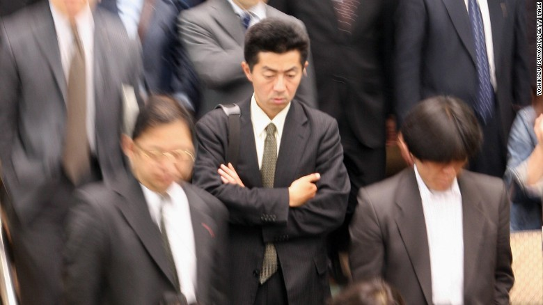 El pobre hombre asalariado de Japón: dentro de una inhumana semana laboral de 80 horas