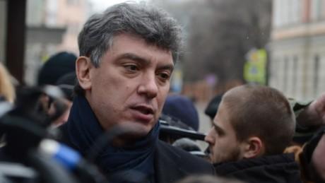 El político opositor Boris Nemtsov fue asesinado cerca de las oficinas del Kremlin el 27 de febrero, dos días después dirigiría un mitin de la oposición.
