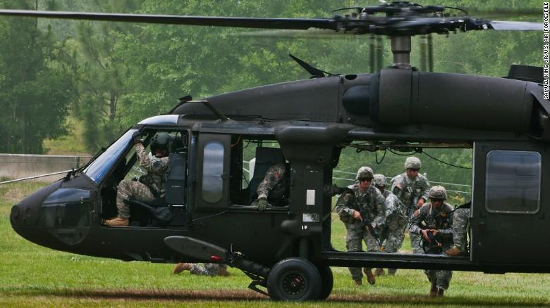 11 militares desaparecidos tras estrellarse un helicóptero en Florida