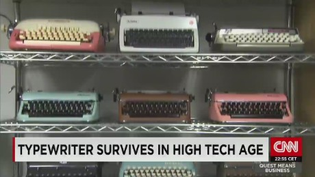 typewriter survives in high tech age_00015410