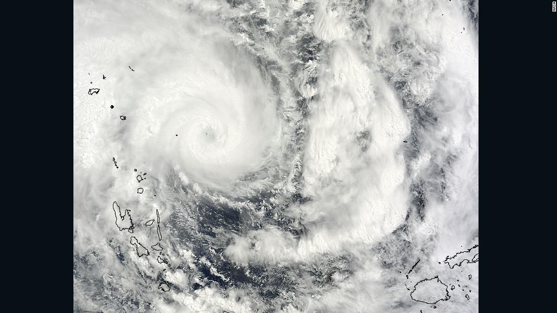 'Monstruoso' ciclón golpea Vanatu