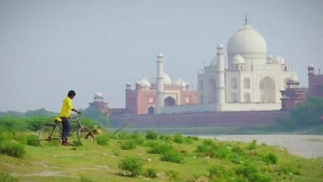 CNN The Wonder List: India 03-22-15_00002412