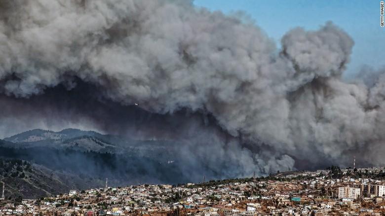 Alerta roja por incendio forestal en Valparaíso