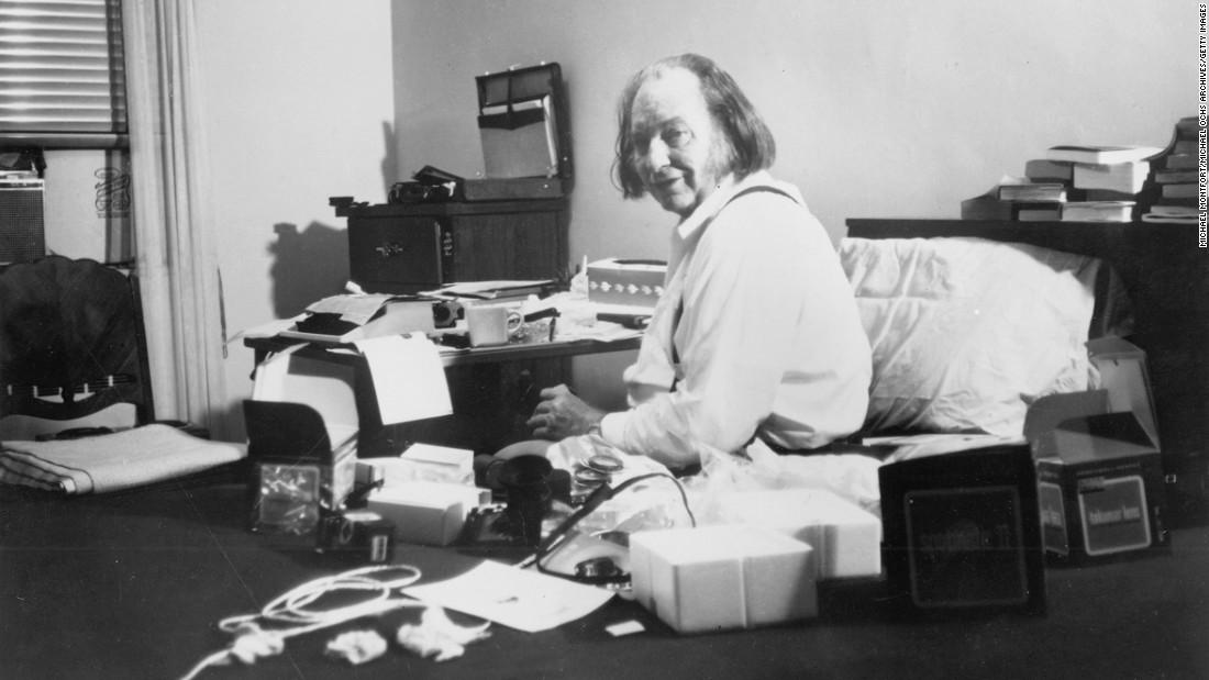 l ron hubbard and church Lafayette ronald hubbard (tilden, nebraska, 13 de marzo de 1911-creston, california, 24 de enero de 1986), más conocido como l ron hubbard y quien también suele ser llamado por sus iniciales lrh, fue un escritor estadounidense de literatura pulp y el fundador de la dianética y la cienciología.