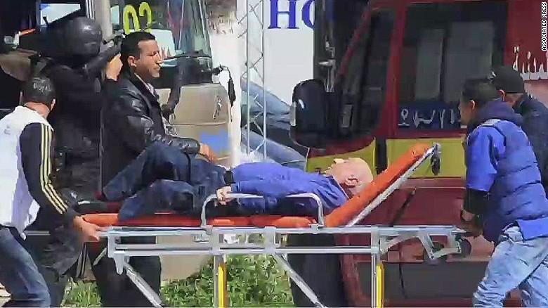ISIS se atribuye ataque terrorista en Túnez; la cifra de muertos sube a 23