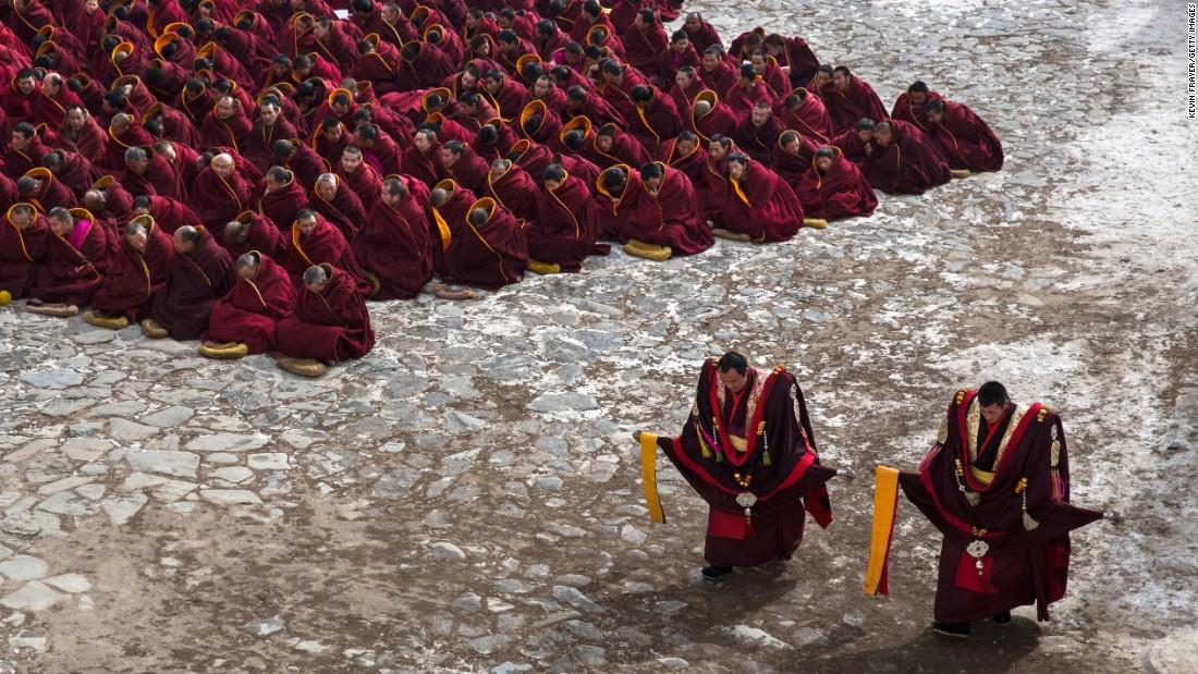 Stunning images capture rituals of Tibetan 'Yellow Hat' monks
