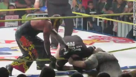 nr seg mexican wrestler dies in the ring_00004205