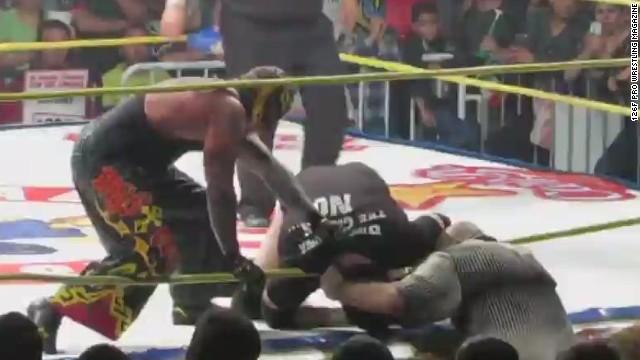 Estrella de la lucha libre mexicana Hijo del Perro Aguayo muere tras una patada en el ring