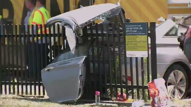 Al menos 21 heridos en el choque de un tren y un automóvil en Los Angeles