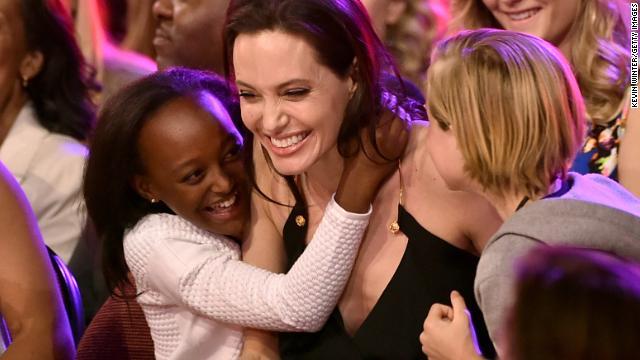 """""""Diferente es bueno"""": el mensaje de Angelina Jolie a los niños"""