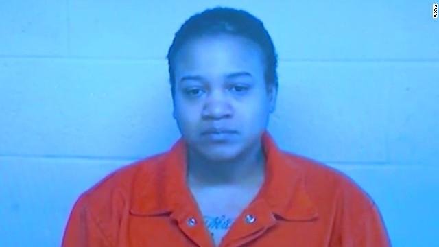 Acusan de asesinato y tortura a una mujer tras hallazgo de cuerpos de hijos en congelador