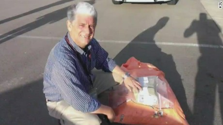 pkg man found bag of cash on road_00012420