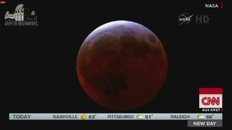 Lunar Eclipse Darkened The Morning Skies_00000909