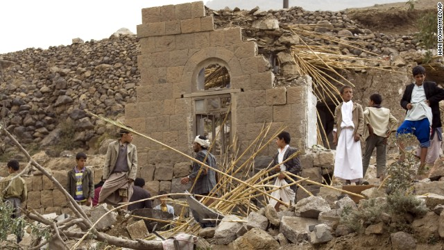 Suministros médicos llegan a Yemen mientras muchos huyen al Cuerno de África