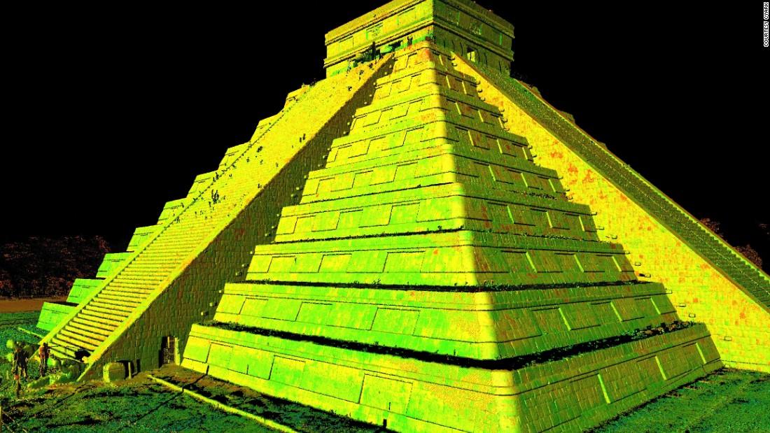 The Mayan pyramid, Chichen Itza, in Yucatan, Mexico.