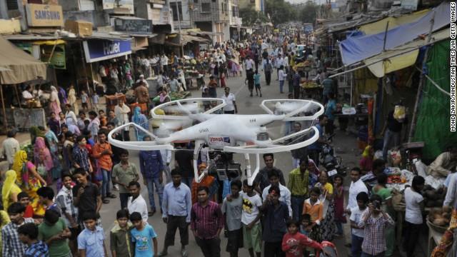 Policías en India usarán 'drones' con gas pimienta contra las protestas