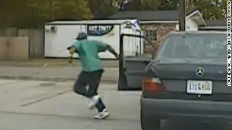 Nuevo video muestra los momentos previos a la muerte a tiros de Walter Scott