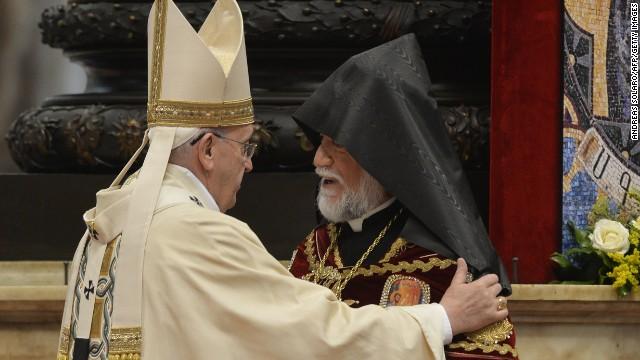 """Turquía llama a consultas al embajador del Vaticano después de que el Papa Francisco hablase de """"genocidio armenio"""""""