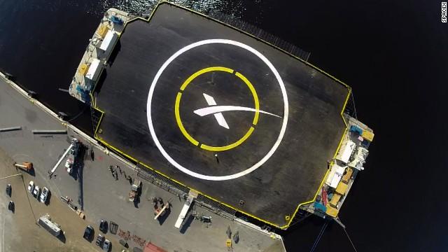 SpaceX retrasa plan de intentar aterrizar un cohete en una plataforma flotante