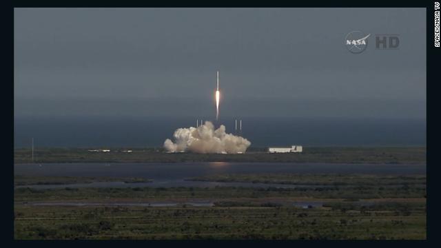 SpaceX falla en su intento de aterrizar un cohete en una plataforma flotante