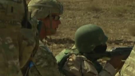 pkg damon us trains iraqi troops_00000420