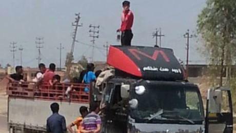 wrn damon iraq ramadi civilians flee_00000109