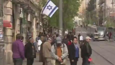 lklv cnni liebermann israel holocaust rememberance day sirens_00002320
