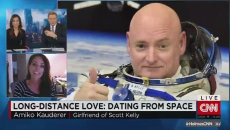 exp Astronaut's Girlfriend on Maintaining a VERY Long-Distance Relationship_00002001