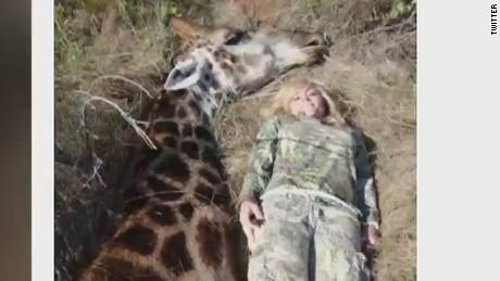 orig pkg ricky gervais vs hunters francis giraffe_00001805.jpg