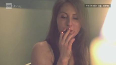 cnn$ marijuana ejoint vape pen_00033608.jpg