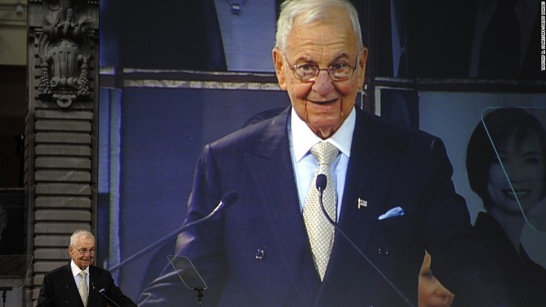 lee iacocca leadership style Lido anthony lee iacocca is an american automobile executive best known for  spearheading  in his 2007 book where have all the leaders gone, iacocca  described how he  it provides an interactive means for users to rate presidential  candidates by the qualities iacocca believes they should possess: curiosity,.