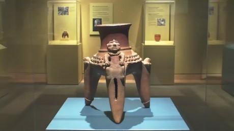 cnnee pkg vega ceramics exhibit new york_00000813