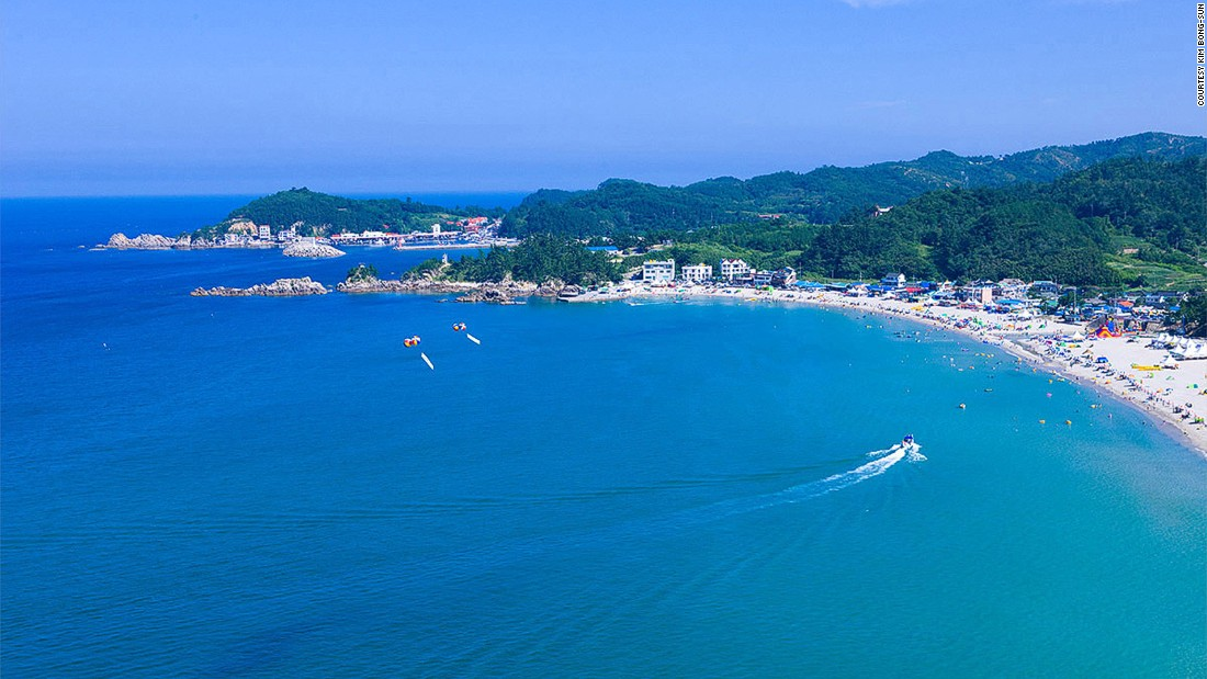 Samcheok-si South Korea  City new picture : This Samcheok city beach has a fragrant pine forest and a stream ...
