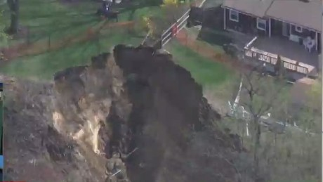 nr live sater collapsing yard evacuation _00005922.jpg