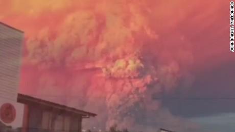 nr vo chile volcano erupts _00000310