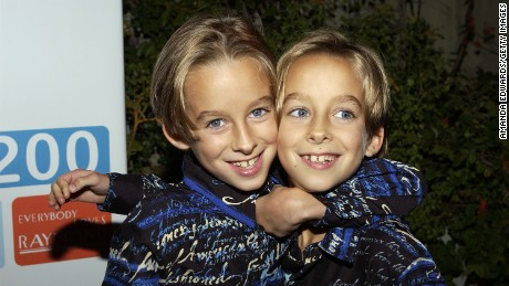 BEVERLY HILLS, CA - OCTOBER 14: (L-R) Actors Sawyer and Sullivan Sweeten arrive at the party celebrating the 200th Episode of 'Everybody Loves Raymond' on October 14, 2004 at Spago in Beverly Hills, California. (Photo by Amanda Edwards/Getty Images)